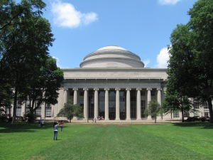 MIT_Building_10_and_the_Great_Dome,_Cambridge_MA